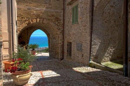 Roseto e turismo montepagano 1137 albergo diffuso e ristorante gourmet per lanciare l antico - Ristorante borgo antico cucine da incubo ...