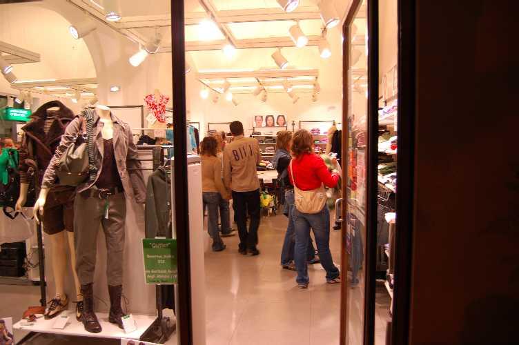 Roseto notte bianca 2006 - Colonna sonora la porta rossa ...
